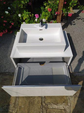 Обзавеждане за баня - шкаф с умивалник, смесител и огледало