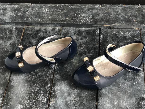 Pantofi de lac fetite