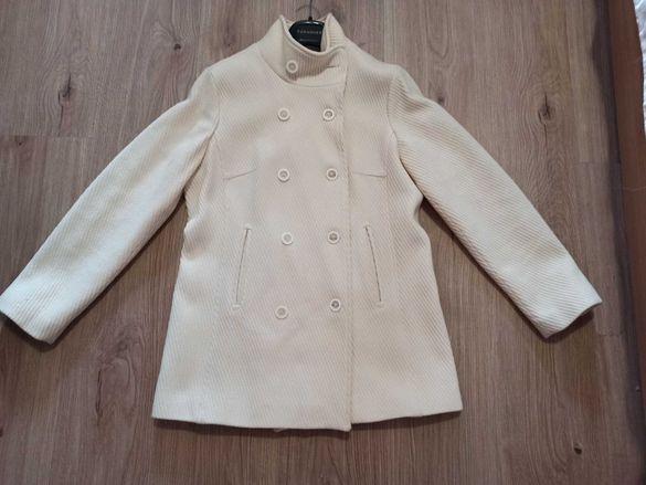 Бяло зимно палто