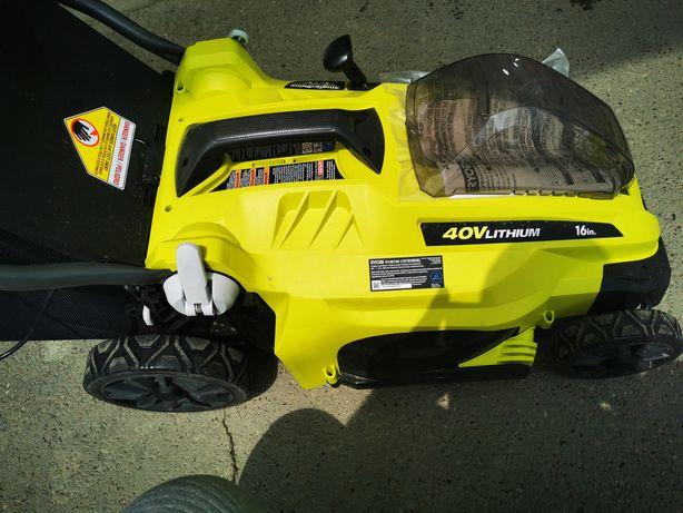 Mașina tuns iarba