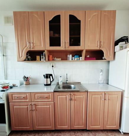 Кухонный гарнитур. Цвет ореховый.