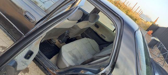 Nissan SUNNY 1993 года, продам за 700 000 тысяч... Торг есть...