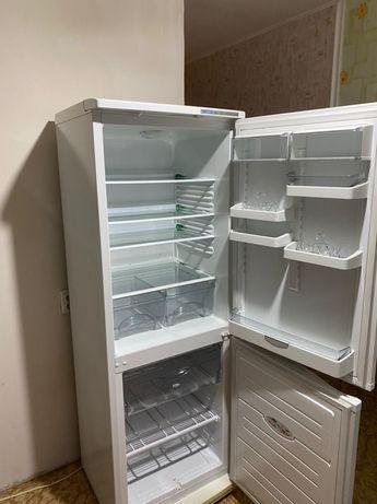 Холодильник Атлант в отличном состоянии