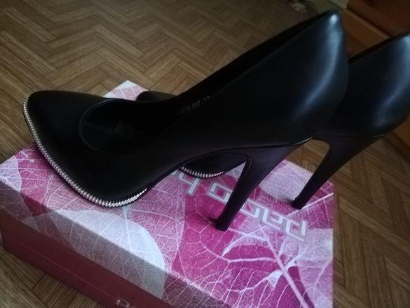 Продавам дамски обувки на ток