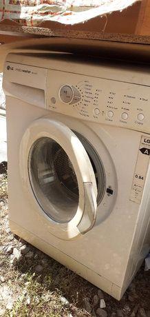 Продам стиральную машинку.2000т
