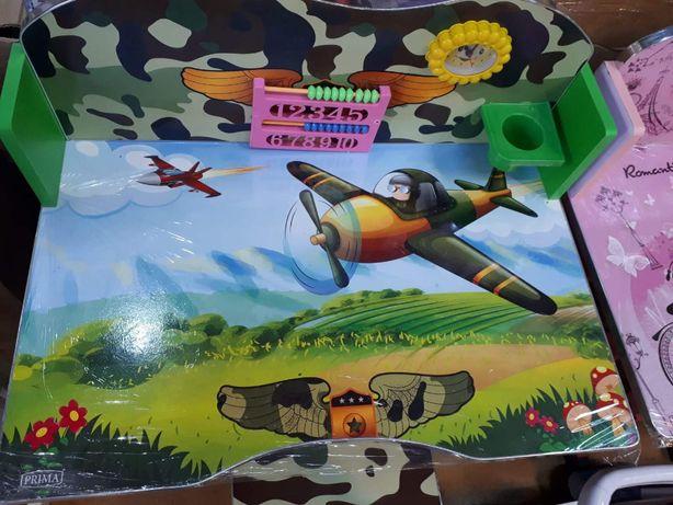Birou pentru copii cu numarataore , ceas , suport pixuri cu avioane