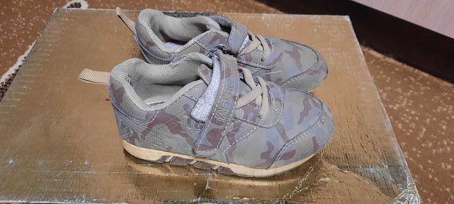 Детские кроссовки. Размер 26