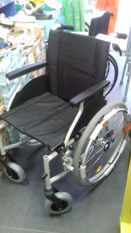 Vând scaun rulant