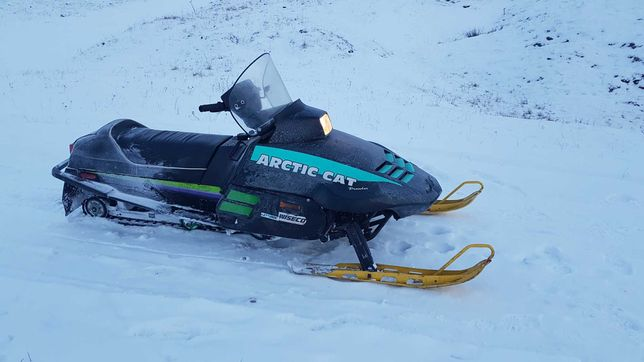 Snowmobil arctic cat