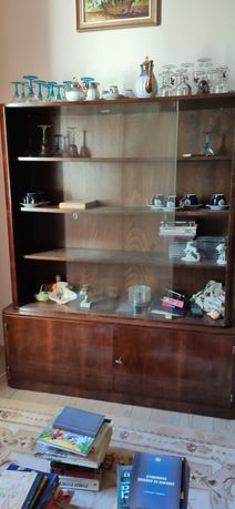 Urgent Donez mobila biblioteca lemn sticla si dulap haine dormitor