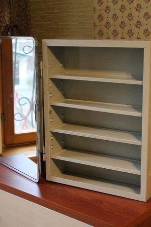 Продам металлический навесной шкафчик-зеркало для косметики и мелочей