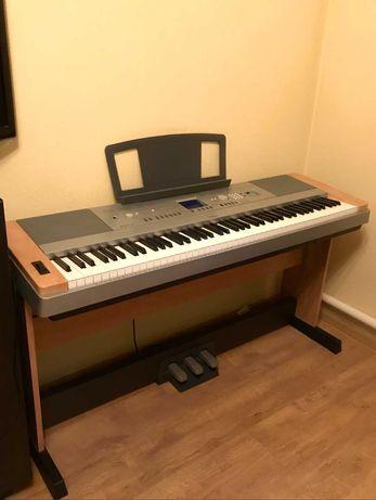Цифровое пианино YAMAHA Portable Grand DGX-640