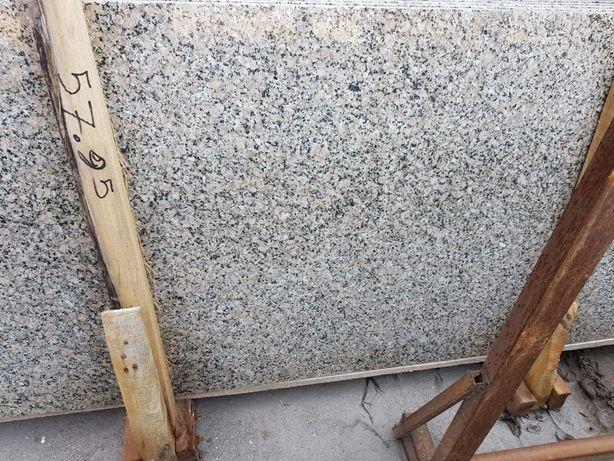 Granit semilastre