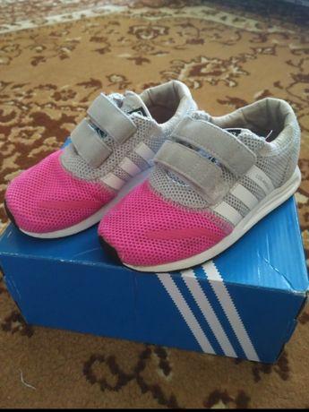 """Кроссовки для девочки 26 размер, """"Adidas"""""""