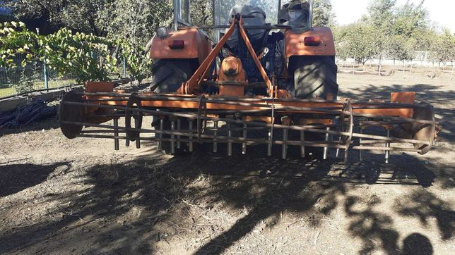 De vânzare freza de tractor