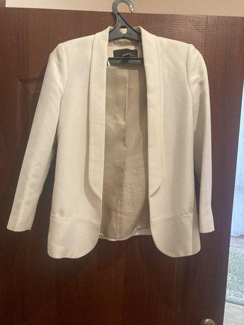 Белый пиджак  Mango