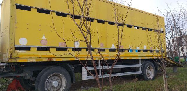 Remorca dupa camion