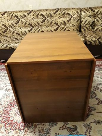 В связи с переездом Продаётся срочно стол тумба.