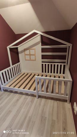 Masa cu scaune copii și pat montessori, mobila lemn masiv