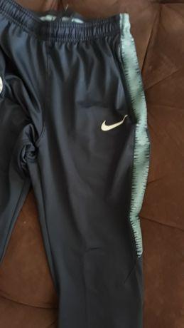 Клин, спортен, Nike, за ръст 158-170 см