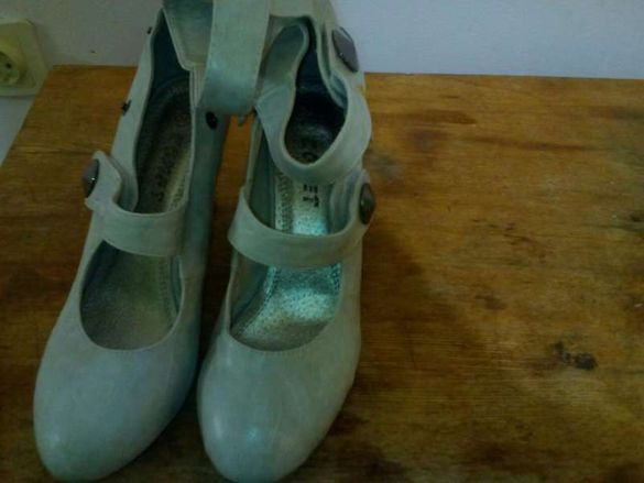 Обувки дамски 39