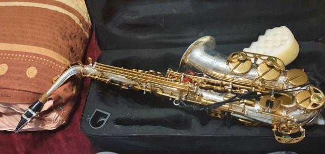 Saxofon în stare bună !