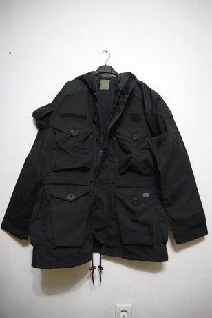 Jachetă neagră militară ale forțelor speciale