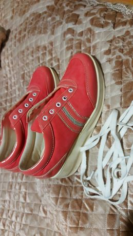 Продам обувь женскую