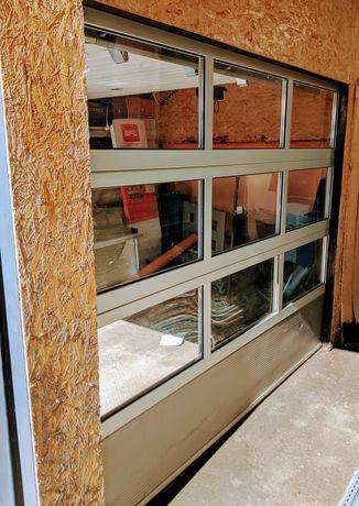 Ușă secțională de garaj cu suprafata vitrata plexiglass