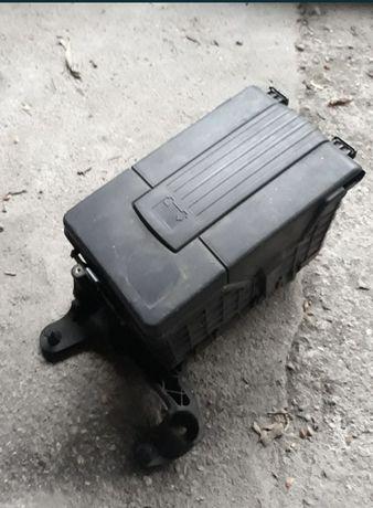 Carcasa Baterie / Filtru Aer Skoda Octavia 2 / VW Golf 5 / Passat B6