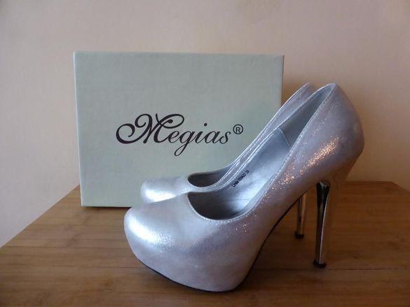 Официални дамски обувки и официална чантичка чанта