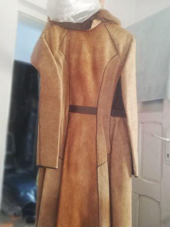 Vând haina elegantă