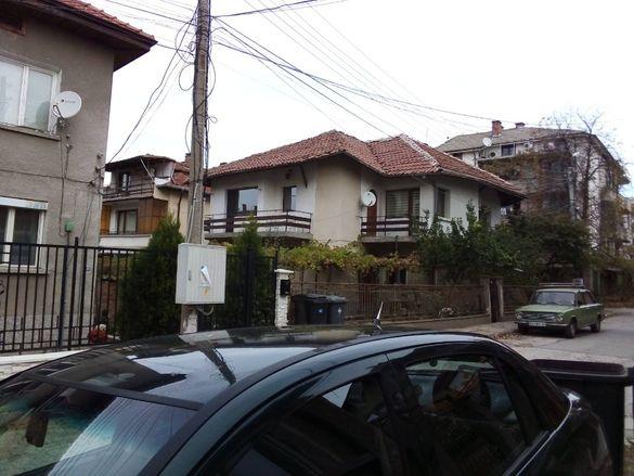 Самостоятелна двуетажна къща