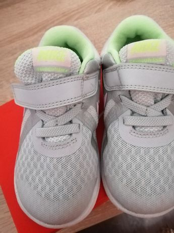 Nike Revolution mar. 23,5