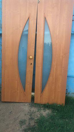Продается двери деревянные