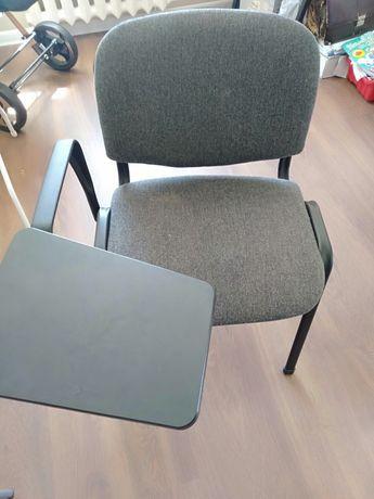 Продаю стулья для учебного центра