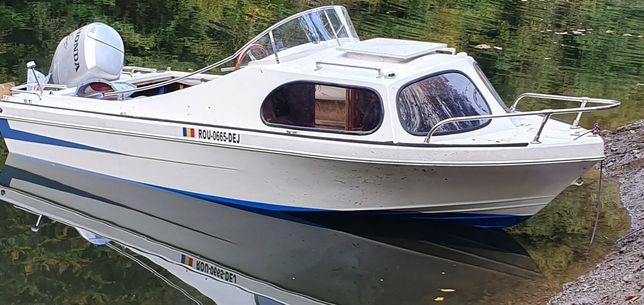 Vand barcă cabinată , motor honda 90 cp 4t ,peridoc ,pilotină
