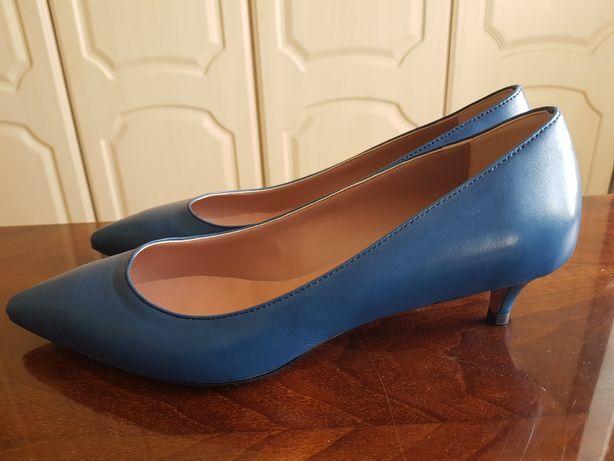 Pantofi cu toc mic Zee Lane !