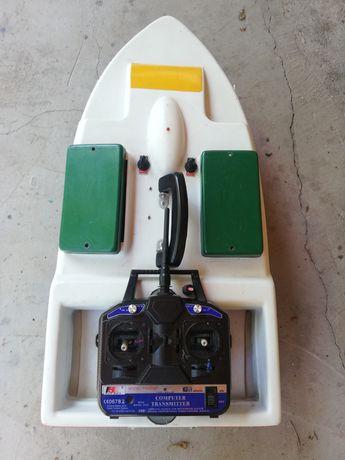 Лодка за захранване със сонар