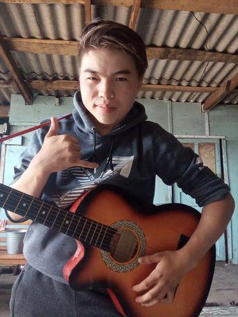 Продам гитарау!!