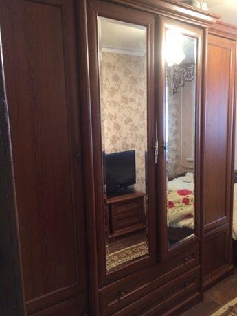 Продам спальный гарнитур б/у, шкаф, кровать, камод с зеркалом, 2 тумбы