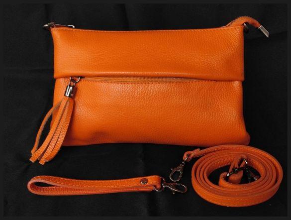 Малка дамска чанта от естетсвена кожа.