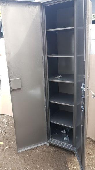 Изработка на медицински метални шкафове по индивидуален проек
