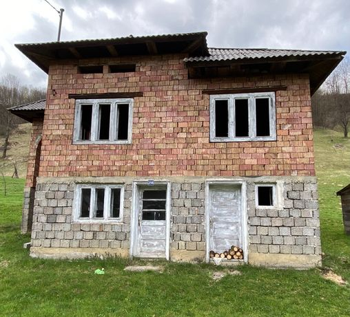 Vând casă+teren preț: 50000 € (preț negociabil)