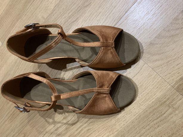 Sandale pentru dans sportiv
