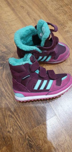 Продам зимнии кроссовки Adidas