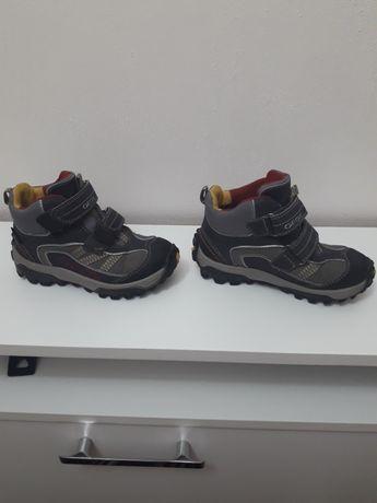 Демисезонные ботинки знаменитой фирмы GEOX в отличном состоянии...