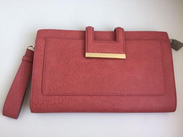 Дамска чанта клъч WAREHAUSE oригинал, коралова с бежова змийска кожа