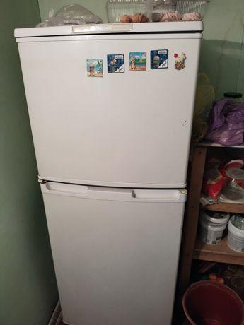 Холодильник б/у 4000тг