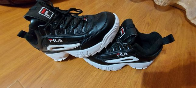 Adidasi Fila Disruptor Low.Made in Vietnam.